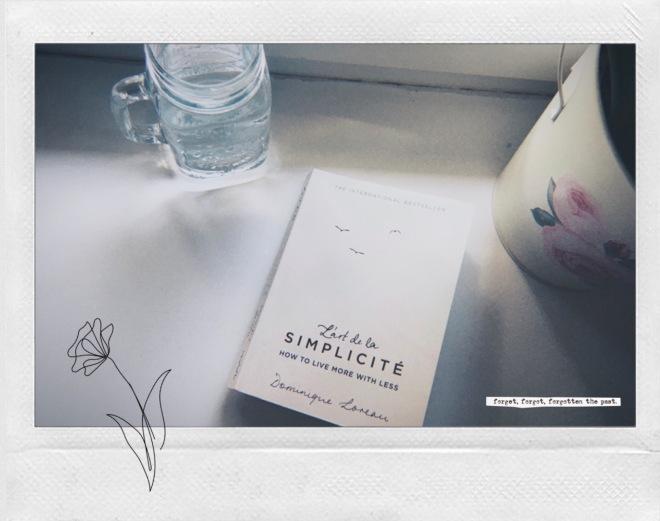 "Picture of the front cover of Dominique Loreau's ""L'art de la simplicite How to live more with less"""
