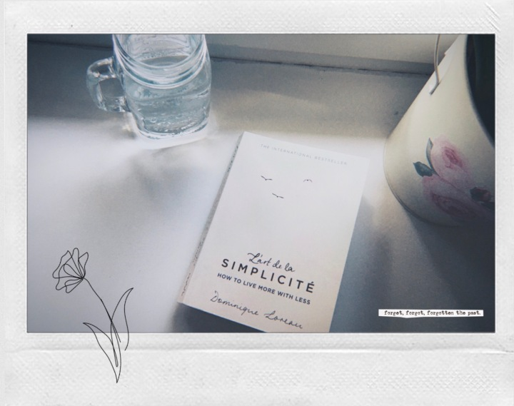 "Reading: ""L'art de la simplicité – How to live more with less"" by Dominique Loreau"